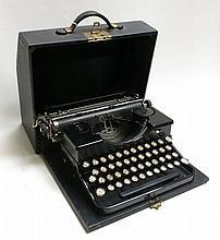 VINTAGE 1929 ROYAL PORTABLE TYPEWRITER MODEL P,  b