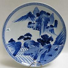 AN ORIENTAL BLUE AND WHITE PORCELAIN CHARGER with
