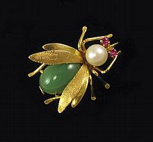 JADE, PEARL AND FOURTEEN KARAT GOLD BROOCH. The