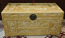 LIFT-TOP BLANKET CHEST, Chinese export, 20th centu