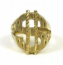 MAN'S FOURTEEN KARAT YELLOW GOLD RING, with a gold