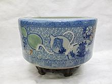 ROUND CHINESE PORCELAIN PLANTER ON WOOD STAND, the