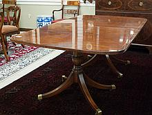 FEDERAL STYLE MAHOGANY DINING TABLE WITH TWO LEAVE