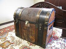 AN UNUSUAL BARREL-TOP TRUNK, Continental, late 19t