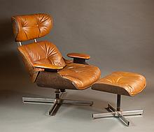 MID-CENTURY MODERN LEATHER LOUNGE CHAIR AND MATCHI