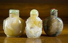 THREE CHINESE AGATE SNUFF BOTTLES, 1 dark honey  a