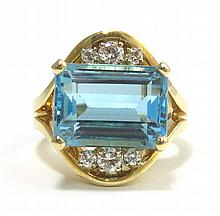 BLUE TOPAZ AND DIAMOND RING. The 14k yellow gold