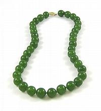 JADE AND FOURTEEN KARAT GOLD NECKLACE, measuring