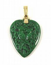 CHINESE JADE AND FOURTEEN KARAT GOLD PENDANT, set