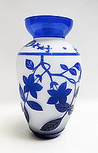 CHINESE PEKING CAMEO GLASS VASE, having blue