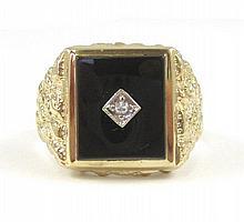 MAN'S DIAMOND AND BLACK ONYX RING. The 10k yellow