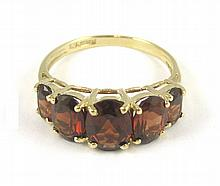 GARNET AND TEN KARAT GOLD RING, set with five