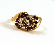 RUBY AND DIAMOND CLUSTER RING, 14k yellow gold set