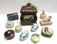 ELEVEN ASSORTED CERAMIC BOXES: 1 footed square box