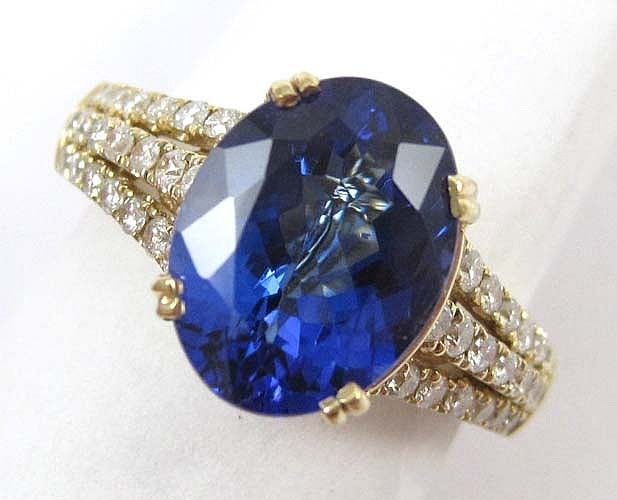 TANZANITE, DIAMOND AND 14K GOLD DINNER RING
