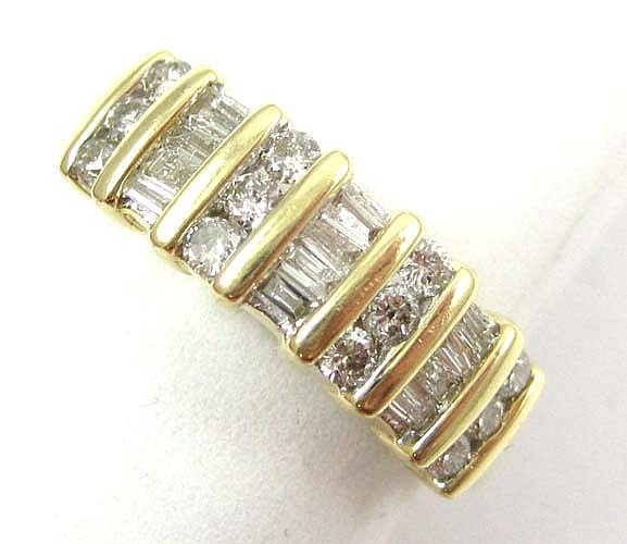 DIAMOND AND FOURTEEN KARAT GOLD RING, set with 12