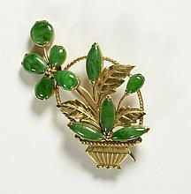 JADE AND EIGHTEEN KARAT GOLD BROOCH, hand crafted