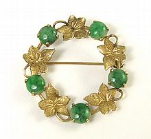JADE AND FOURTEEN KARAT GOLD WREATH BROOCH, a