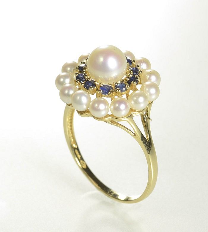 PEARL, SAPPHIRE AND FOURTEEN KARAT GOLD RING,