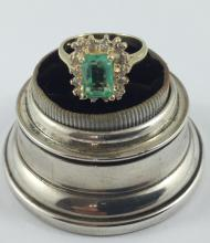 10kt yellow gold, 1.54ct  emerald and diamong ring