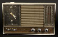 Vintage GE Clock & AM / FM Radio