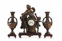 Relógio e par de jarras em antimónio. (3)
