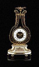 Relógio de mesa francês em bronze dourado