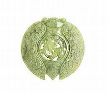 Medalhão vazado em jade