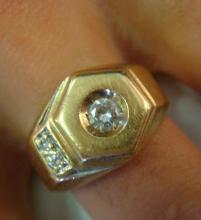 Mans 14KT Gold and Diamond Ring: