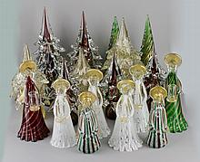 GROUP OF MURANO GLASS CHRISTMAS TABLE DECORATIONS INCLUDING ANGEL CANDLEHOLDERS AND TREES