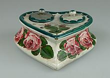 Wemyss heart shaped ink stand & covers decorated with pink roses, 18cm x 18cm (small chip to edge)