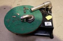 Black Vanophone (USA) gramophone ( damaged arm )
