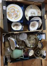 A collection of boxed Royal Worester, Wedgwood and Royal Albert Comemorative plates (2 trays)