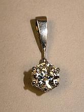 Pendentif en platine orné d'un diamant taille ancienne environ 1,5cts, pbbt SI 1,9g brut