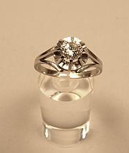 Bague en or blanc ornée d'un diamant solitaire d'environ 0,6 cts, 3g brut