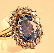 Bague or jaune forme marguerite ornée d'un saphir entouré de diamants 7,10g brut