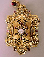 Pendentif broche écusson en or orné d'une perle et de petites pierres roses 12g brut