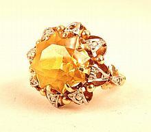 Bague en or jaune et blanc, ornée d'une citrine étoilée, 6,95g brut