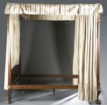 Kittinger Williamsburg Chippendale style bed frame