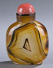 Chinese banded agate snuff bottle, thumbprint.