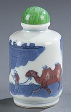 A Chinese squat cylinder porcelain snuff bottle.