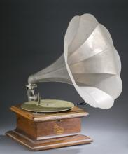 Columbia gramophone with oak case, 20th c.