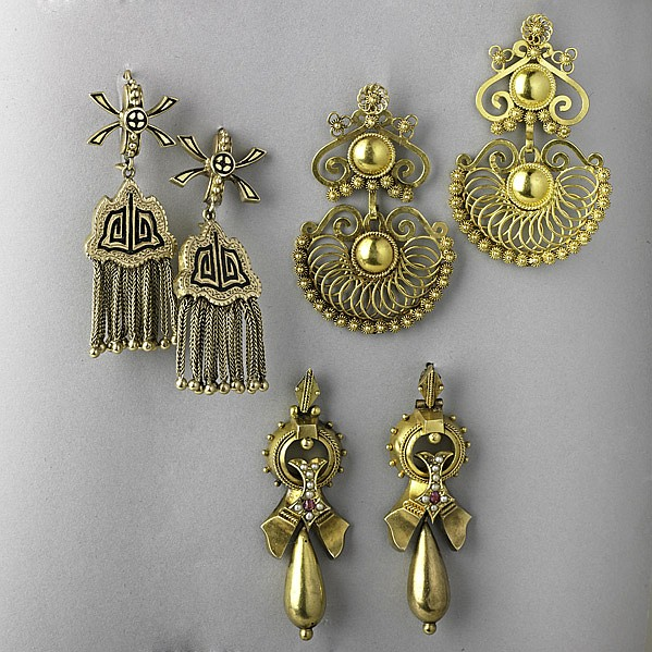 THREE PAIRS GOLD EARRINGS, 19TH AND 20TH C.;