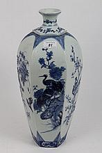 Chinese export blue and white hexagonal vase paint