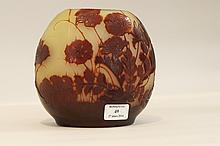 émile GALLé (1846-1904)   Petit vase.    épreuve en verre doublé vert et rose.   Décor fougères et coquelicots