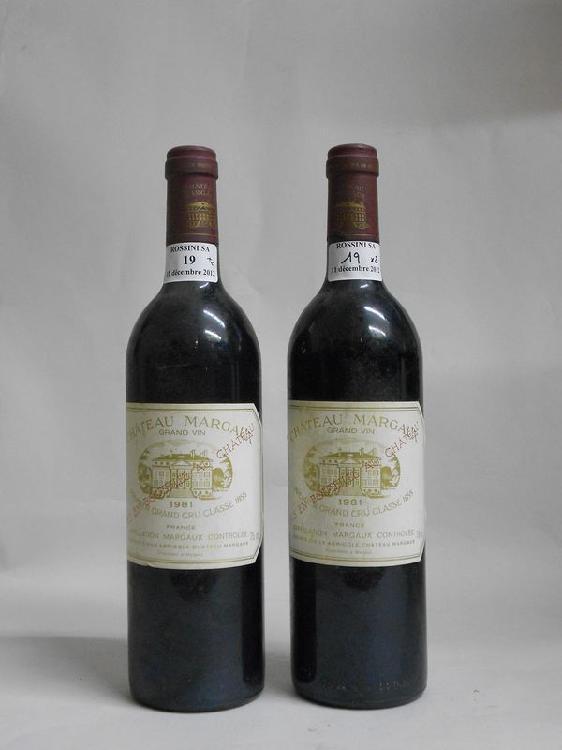 2 bouteilles  CH. MARGAUX, 1° cru Margaux   1981   (tachée)