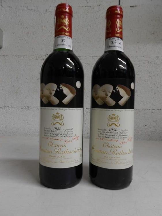 2 bouteilles  CH. MOUTON-ROTHSCHILD, 1° cru Pauillac  1986  (1 J, 1 TLB)