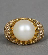 An 18 ct gold diamond and pearl set ring