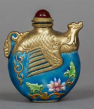 A Chinese enamel decorated snuff bottle The top de