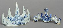 A Chinese blue and white porcelain brush rest Deco